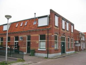 8eb. Vroegere koekfabriek Lindeman toen toen confectie-atelier vd Woning nu winkel van ottenhof