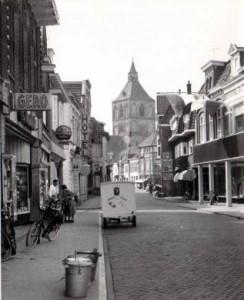 Bisschopstraat met Cor vreeswijk de melkboer