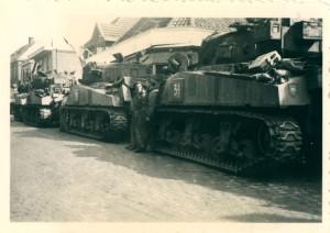 Oldenzaal - Britse tanks in de Molenstraat. Bevrijding 1945 1164