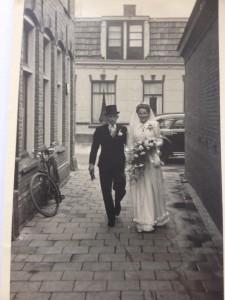 Carole Jeunink Zal eens naar een foto zoeken in het trouwalbum van mijn ouders zij zijn er getrouwd in 1949