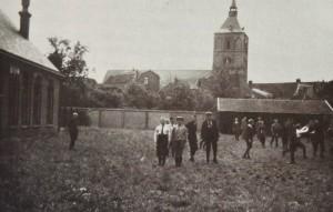 Radboudschoolplein in het gras