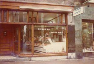 Slagerij Lotgerink, via de Waagstraat naar de Bisschopstraat in de jaren 6070