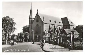 Spoorstraat met Antoniuskerk 1951