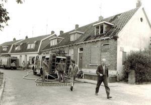 Brand in de Oostwal met rechts Hans van Midden en met de armen over elkaar Harry Bakermans 10355669_767795593317407_3100476436563741280_o