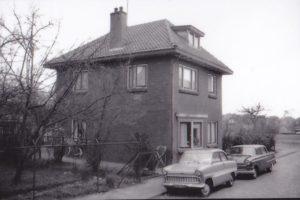 Oostwal Dit was het huis van taxi Ziemerink, daarna Olde Boerrigter en later nog Damhuis. Hier is het huis gefotografeerd vlak voordat het gesloopt is.